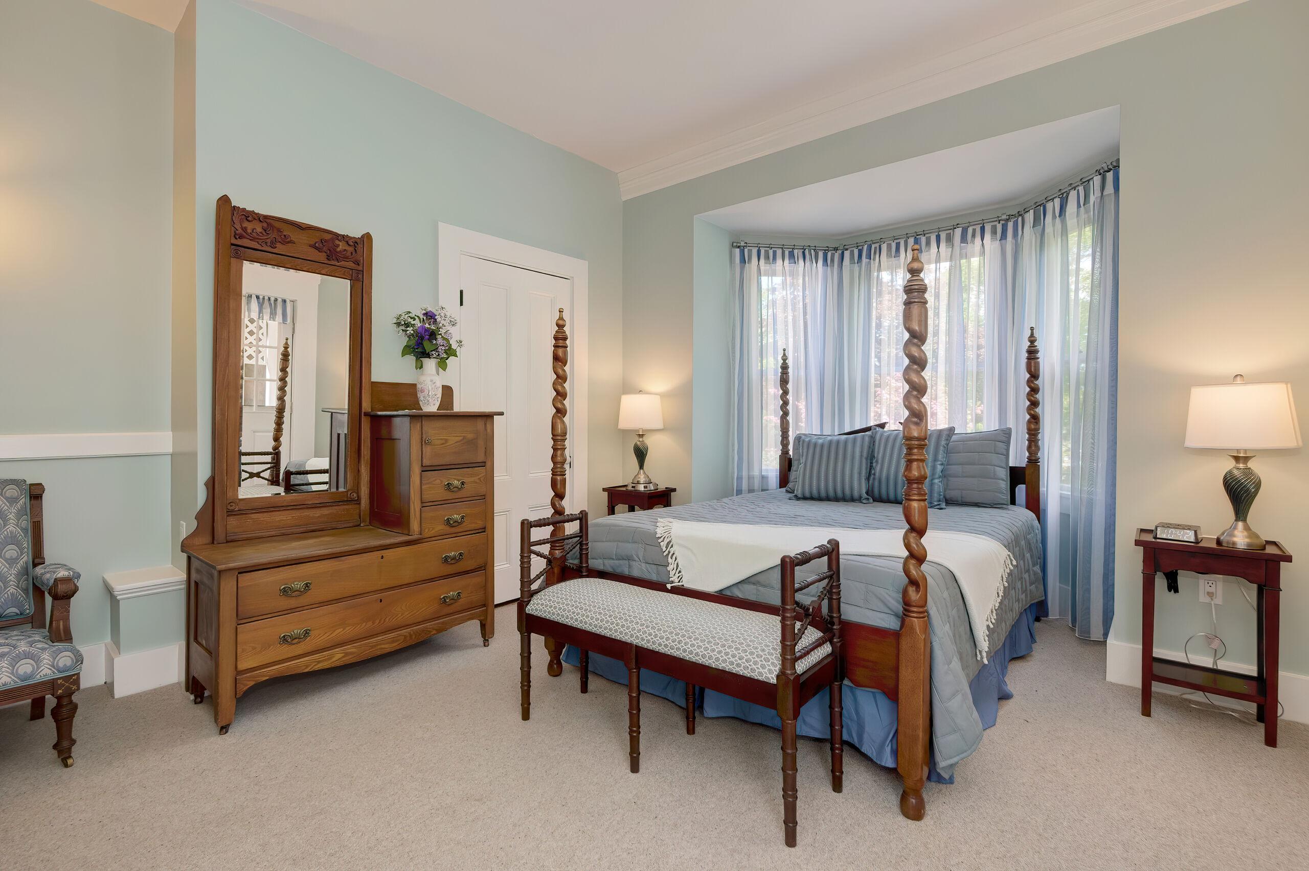 Newport Bed VI